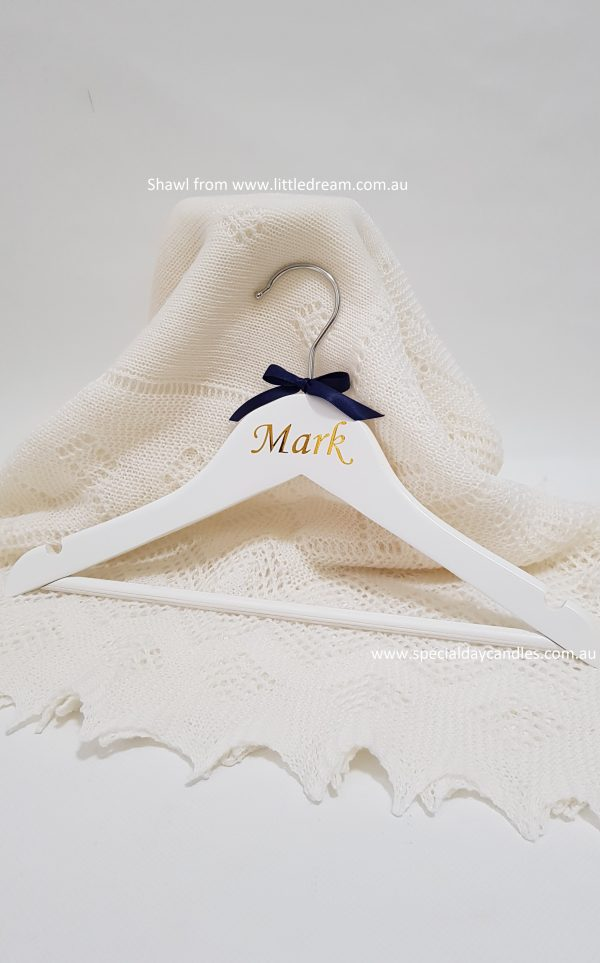 child-coat-hanger-gold-font2italic